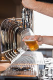 Bartender pulling a pint of beer Royalty Free Stock Images