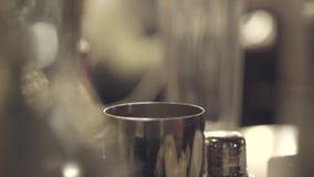 Bartenderdanandecoctail arkivfilmer