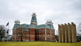 Bartholomew County Courthouse and Bartholomew County Memorial For Veterana royalty free stock photo