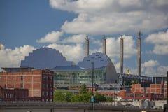 Bartle Hall-torens achter het Kauffman-Centrum voor de Uitvoerende kunsten Stock Fotografie