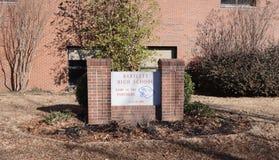 Bartlett Highschool Courtyard Sign Lizenzfreies Stockfoto