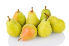 Bartlett Pears på White Arkivbild