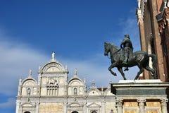 Bartolomeo Colleoni monument och Scuola Stor di San Marco, i Venedig Arkivfoto