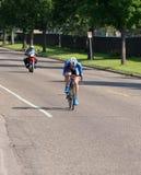 Barton Races Toward Finish am Zeitfahren Stockbild