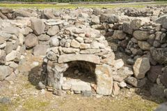 BARUMINI, Sardinige, Italië - Februari 23, 2019: De ruïnes van Su Nuraxi dichtbij Barumini in Sardinige royalty-vrije stock foto's