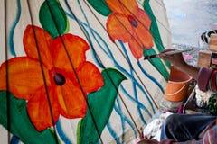 Barwić maluje parasol robić papier, tkanina/. Sztuki i Zdjęcie Royalty Free