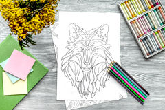Barwić obrazek dla dorosłych na drewnianego tła odgórnym widoku zdjęcie stock