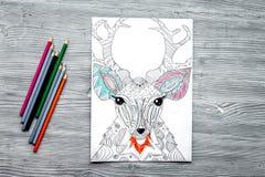 Barwić obrazek dla dorosłych na drewnianego tła odgórnym widoku fotografia stock