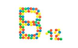 Barwić witamin pigułki w górę które wykładają z listową witaminy grupą B12, obraz stock