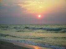 barwi ciemności horyzontalnego naturalnego fotografii morza wschód słońca Zdjęcie Royalty Free