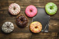 Barwiący asortyment donuts Zdjęcie Stock