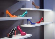 Barwiący buty z szpilkami zdjęcia stock