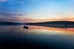 barwi jezioro nad wschód słońca fotografia stock