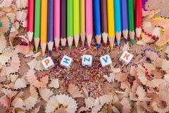 Barwi ołówki i pisze list sześciany na ołówkowych goleniach Fotografia Royalty Free