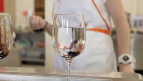 Barwidło rozpuszcza w szkle Kulinarni eksperymenty zbiory