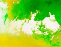 Barwiona farba wiruje w wodzie ilustracji