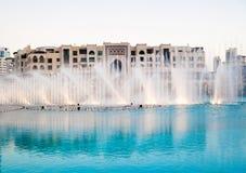 barwiona fontanny noc woda Zdjęcia Stock