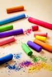 Barwiona kreda na beżowym papierowym tle zdjęcia royalty free