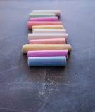Barwiona kreda na chalkboard Obraz Stock
