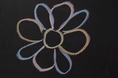Barwiona kreda Rysować na blackboard Kwiat zdjęcia royalty free