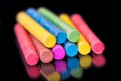 barwiona kreda rysować odosobnionego na czerni fotografia royalty free