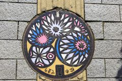 Barwiona manhole pokrywa w Matsumoto obrazy stock