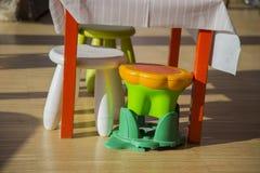 Barwiona stolec dla dziecina dziecka Fotografia Royalty Free