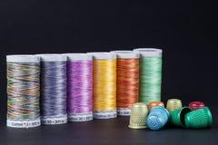 Barwione cewy i naparstki Fotografia Stock