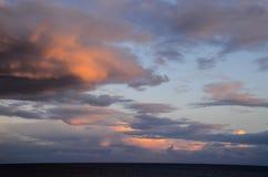 Barwione chmury przy zmierzchem zdjęcie royalty free