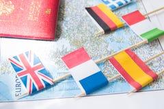 Barwione flaga kraje europejscy na mapie: Francja, Włochy, Anglia UK, Hiszpania, Grecja, podróży miejsca przeznaczenia planistycz obrazy stock