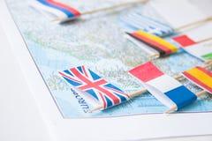 Barwione flaga kraje europejscy na mapie: Francja, Włochy, Anglia UK, Hiszpania, Grecja, podróży miejsca przeznaczenia planistycz zdjęcie stock