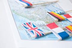 Barwione flaga kraje europejscy na mapie: Francja, Włochy, Anglia UK, Hiszpania, Grecja, podróży miejsca przeznaczenia planistycz zdjęcia royalty free