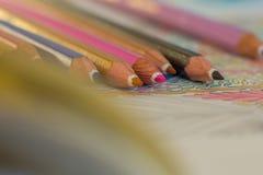 Barwione kredki na białym tle Obrazy Royalty Free