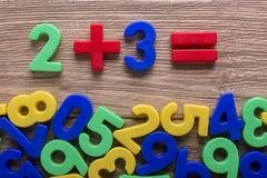 Barwione liczby na stole Fotografia Stock