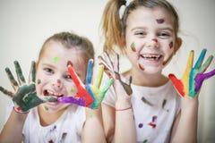 Barwione małe dziewczynki patrzeć kamerę zdjęcia royalty free