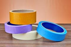 Barwione rolki papieru i klingerytu kanału taśma na stole Obraz Royalty Free