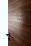 Barwionego drewnianego drzwi otwarty b Fotografia Royalty Free