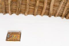 Barwionego rocznika arabski okno z komórką Drzewny bagażnik Zdjęcie Royalty Free
