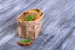 Barwioni cukierki, marmoladowi, lizaki fotografia stock