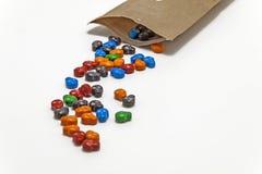 barwioni cukierki w postaci czaszek opróżniali od torby isola Obraz Royalty Free
