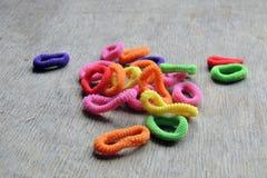 Barwioni gumowi zespoły dla włosy szamerowania Zdjęcie Royalty Free