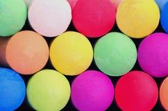 Barwioni kije chodniczek kreda dla rysować na bruku, betonu lub asfaltu chodniczkach, zdjęcia stock