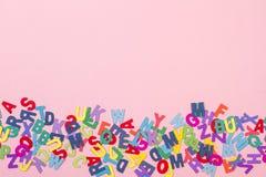 Barwioni listy na różowym tle obrazy royalty free