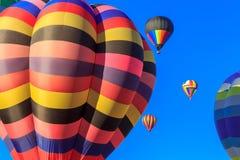 Barwioni lotniczy balony przy niebieskim niebem Zdjęcia Royalty Free