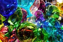 Barwioni murano szkła balony wystawiający w jeden wiele szkło przedmioty robią zakupy w Venice fotografia royalty free