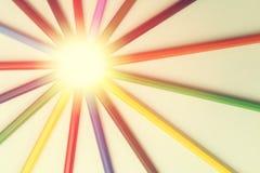 Barwioni ołówki kłaść out w postaci światła słonecznego Fotografia Royalty Free