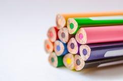 barwioni ołówki na białym tle Zdjęcie Royalty Free