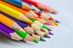 barwioni ołówki na białym tle Zdjęcie Stock