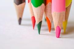 barwioni ołówki na białym tle Zdjęcia Stock