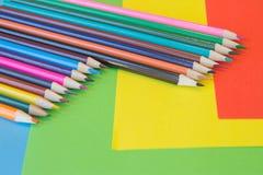 Barwioni ołówki na całości obrazek Jaskrawi barwioni ołówki Obraz Stock
